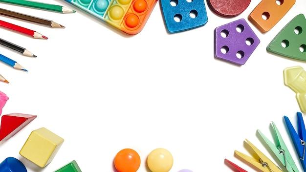 Układ zabawek edukacyjnych dla małych dzieci w postaci sorterów ołówki mozaiki konstruktor