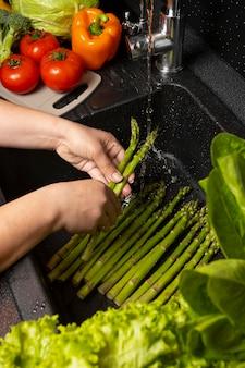 Układ zdrowej żywności do mycia