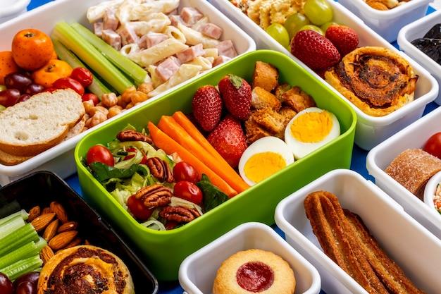 Układ zdrowej żywności pakowanej pod dużym kątem