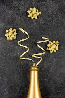 Układ złotej butelki na przyjęcie