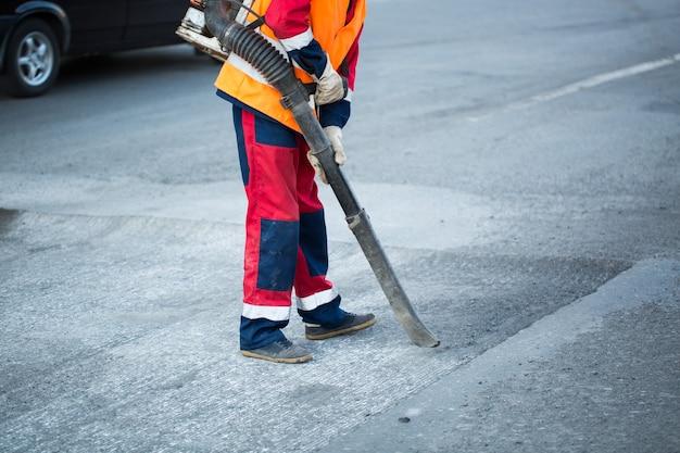 Układanie asfaltu w mieście