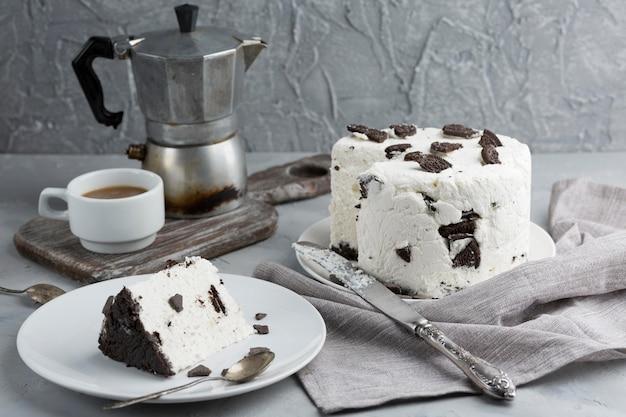 Układanie ciasta oreo