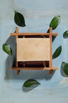 Układanie płaskich naturalnych produktów do samodzielnej pielęgnacji