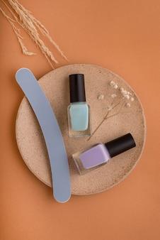 Układanie produktów do pielęgnacji paznokci na płasko