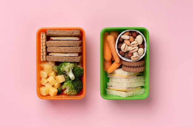Układanie pudełek ze zdrową żywnością na płasko