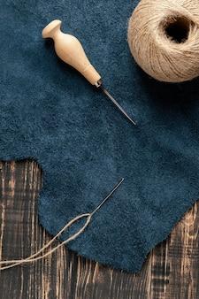 Układanie tkaniny i nici na płasko