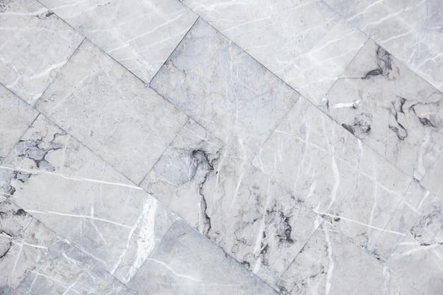 Ukośna konstrukcja szarych marmurowych płytek podłogowych