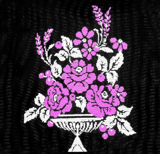 Ukraiński haft ręczny haftowany ornament ludowy projekt haftu w stylu retro