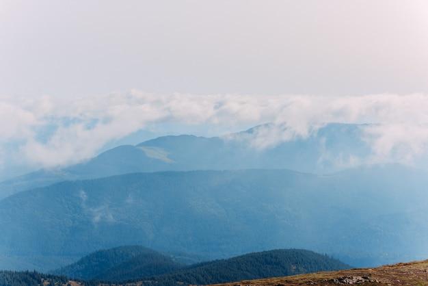 Ukraińskie karpaty. widok z hoverla na góry