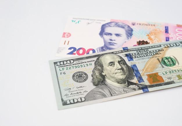 Ukraińskie pieniądze - banknoty hrywny rachunki w dolarach amerykańskich. finanse na ukrainie, od hrywny do dolara