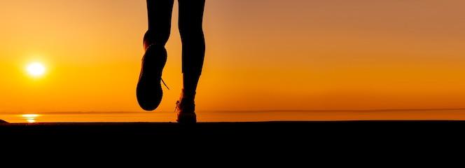 Ulepszenia umysłu i ciała. osoby gotowe do rozpoczęcia diety i zdrowej żywności. dopasowane i jędrne ciało. ćwiczenia i sport.