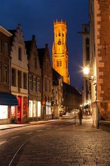 Ulica brugii w nocy, belgia