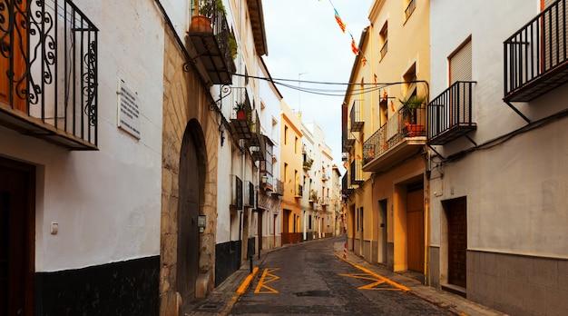 Ulica hiszpańskiego miasta. sagunto