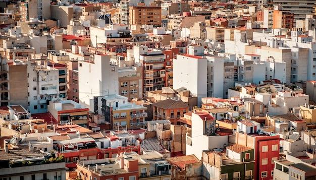 Ulica starego miasta w europie. perspektywa z lotu ptaka