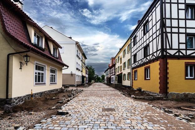 Ulica z niemieckimi domami na wsi