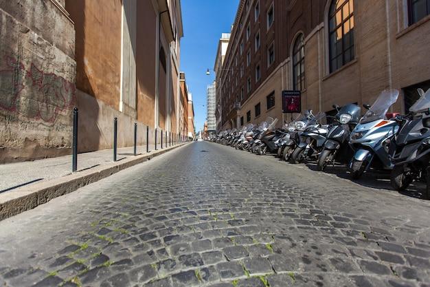 Ulica z zaparkowanych samochodów