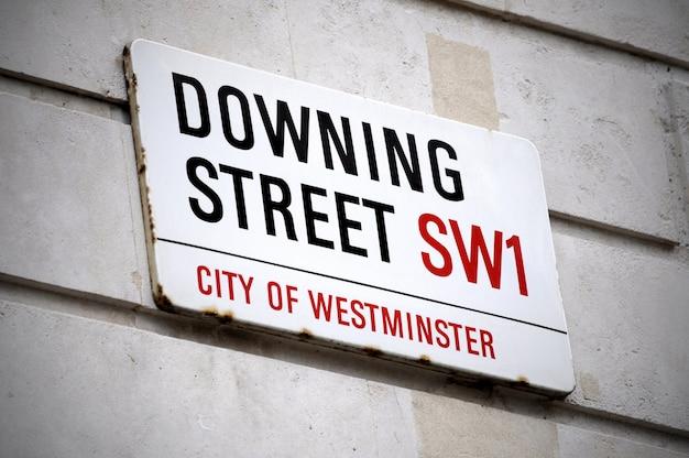 Ulica znak ulicy downing w londynie