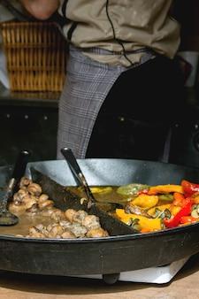 Uliczne jedzenie w pradze