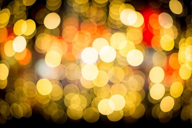 Uliczne światła miasta nocą w restauracjach