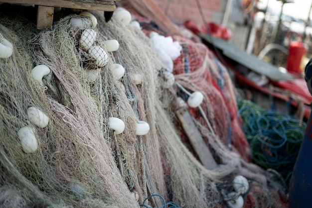 Ułożone sieci i liny rybackie