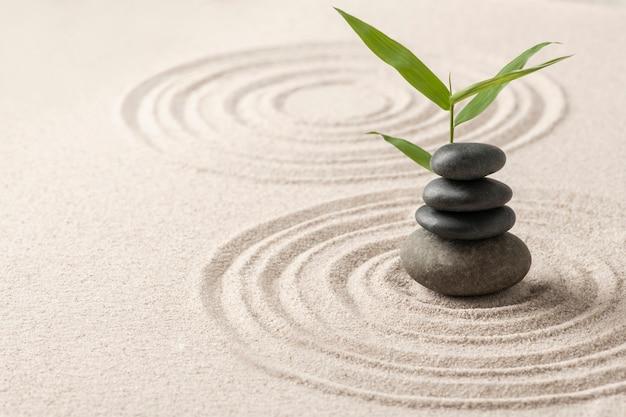 Ułożone zen kamienie piasek sztuka tła koncepcji równowagi