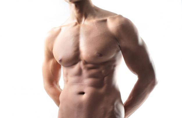 Umięśnione sportowe ciało