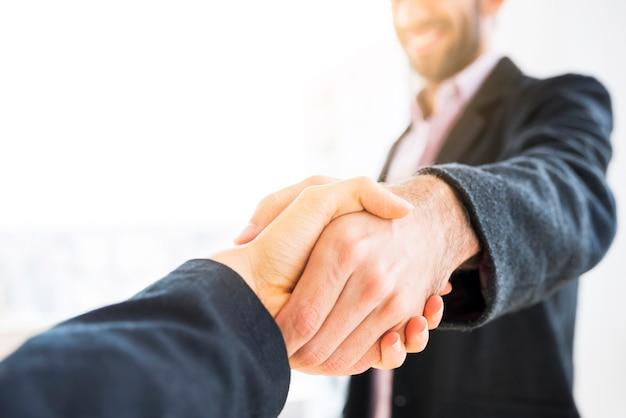Umowa między ludźmi biznesu