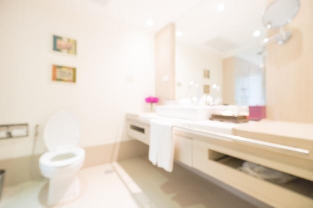 Umywalką i toaletą
