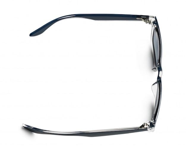 Unisex ciemni okulary przeciwsłoneczni odizolowywający na białym tle