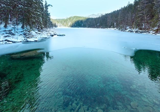 Untersee jezioro zimowy poranek widok, bawaria, niemcy.