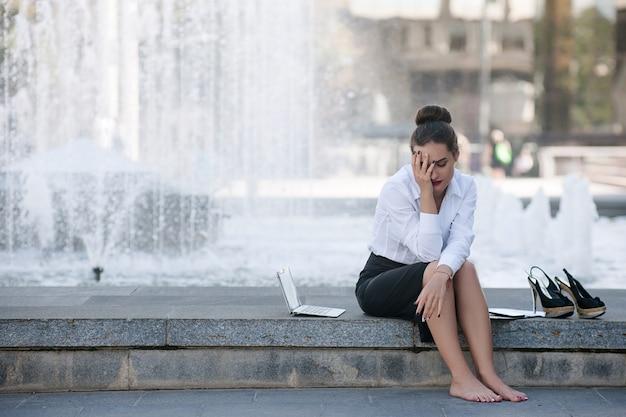 Upadek biznes utrata bankructwo kryzys rozpacz koncepcja ból głowy