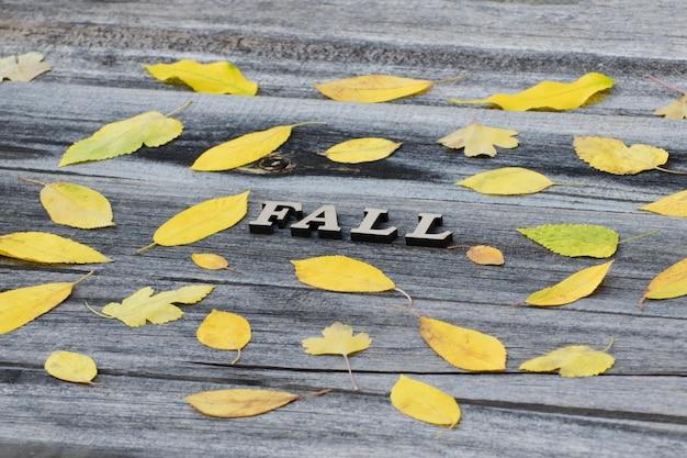 Upadek napis na drewniane tła