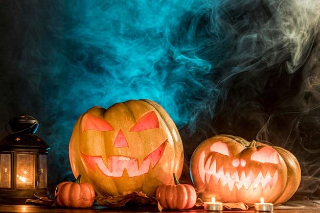 Upiorne rzeźbione dynie na halloween