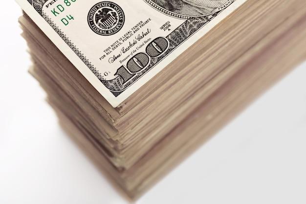 Uprawa dużego stosu banknotów dolarowych zbliżenie
