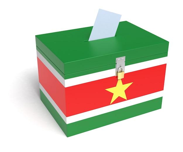 Urna wyborcza z flagą surinamu. na białym tle. renderowanie 3d.