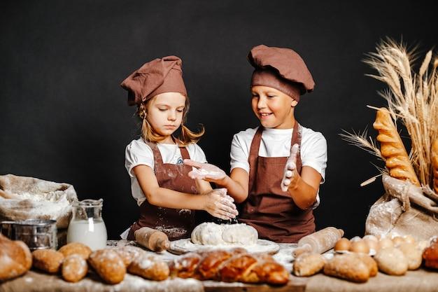 Urocza dziewczyna z brata kucharstwem