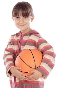 Urocza dziewczyny whit piłka koszykówka a nad białym tłem