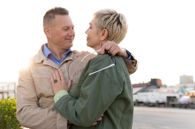 Urocza para w średnim wieku jest czuła