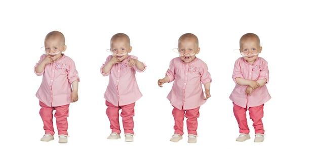 Urocze dziecko w chuście walczące z chorobą na białym tle