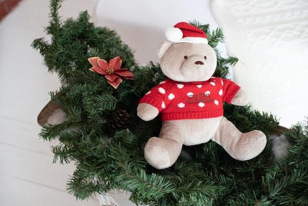 Uroczy świąteczny miękki pluszowy miś dla dziecka