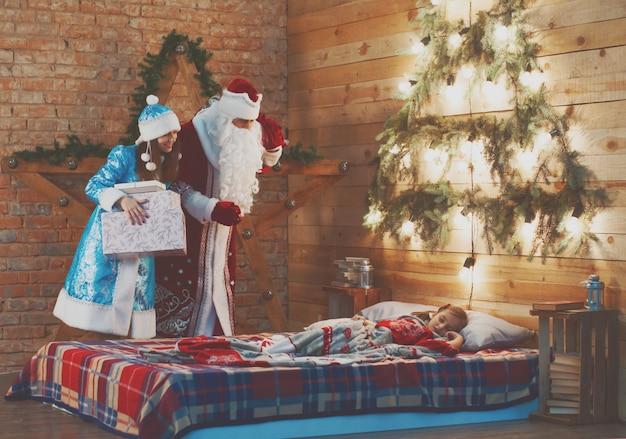Uroczystość, boże narodzenie, nowy rok, czas zimowy, wakacje, święty mikołaj