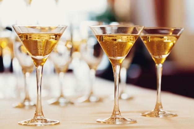 Uroczystość. kieliszki do szampana