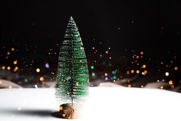 Uroczysty boże narodzenie światła bokeh w tle. koncepcja wesołych świąt.