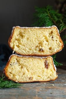 Uroczysty słodki biszkopt baba domowe ciasto słodki deser uczta