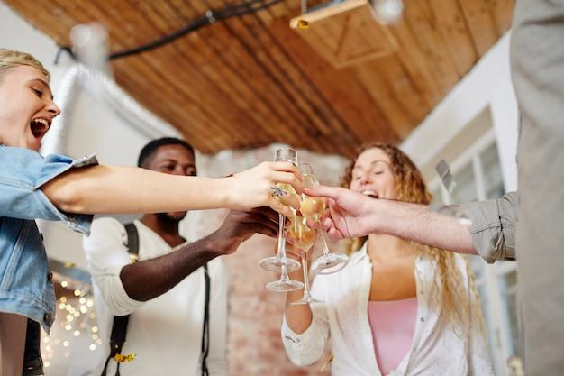 Uroczysty toast