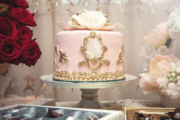 Uroczysty tort na uroczystości.