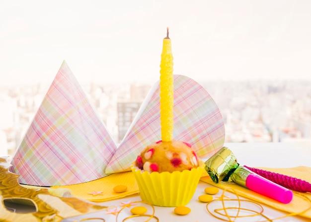 Urodzinowa babeczka z świeczką