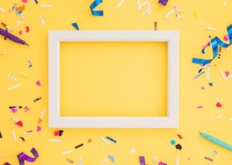 Urodzinowi confetti z ramą