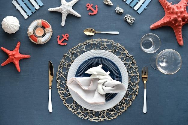Urodzinowy stół obiadowy columbus day lub summer, niebiesko biały z czerwonym.