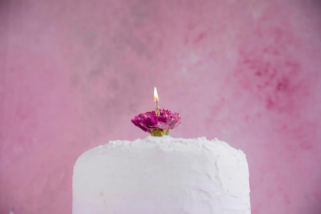 Urodzinowy tort przed akwareli tłem